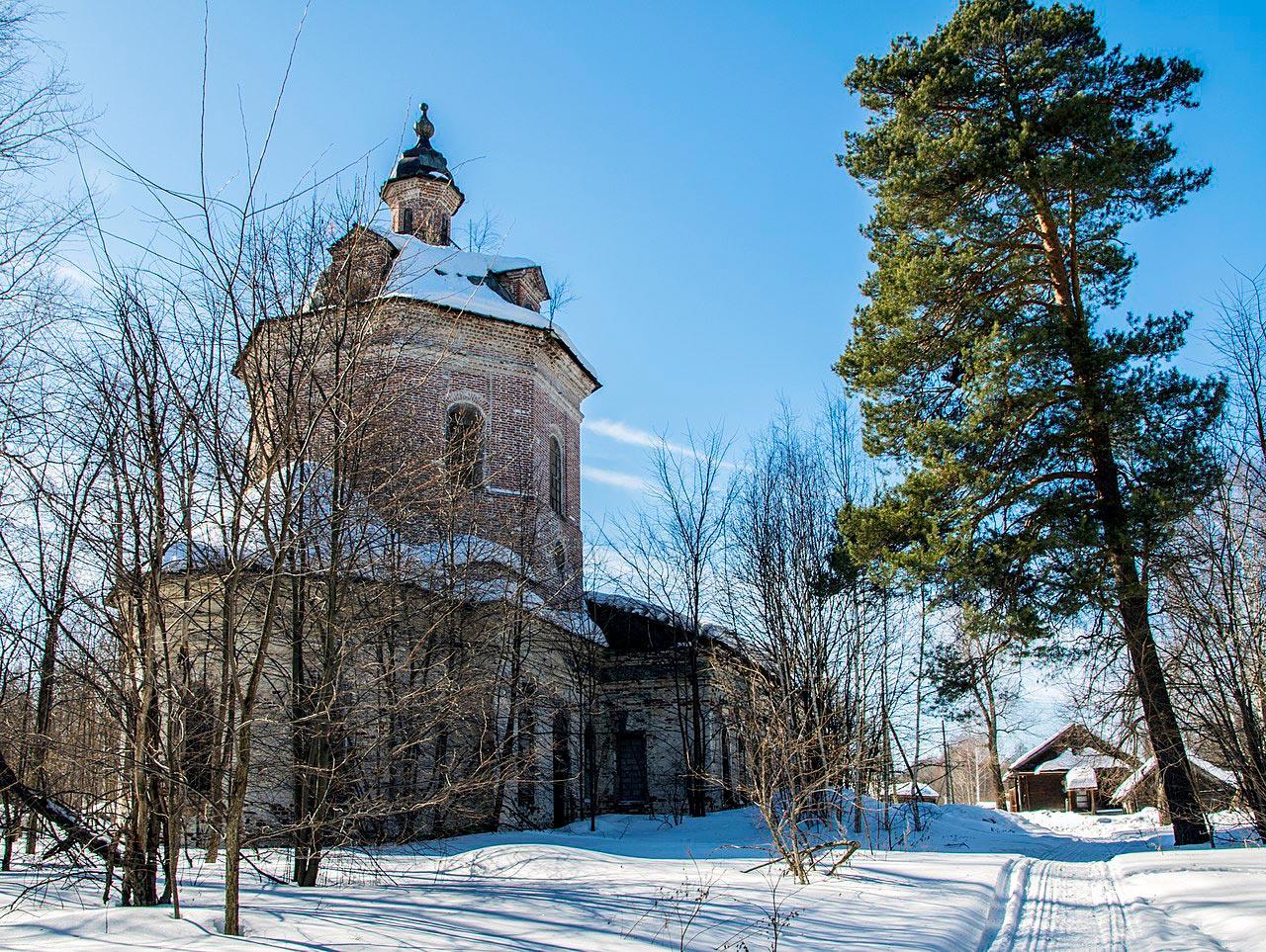 1280px-Церковь_Воскресенская_в_сМ