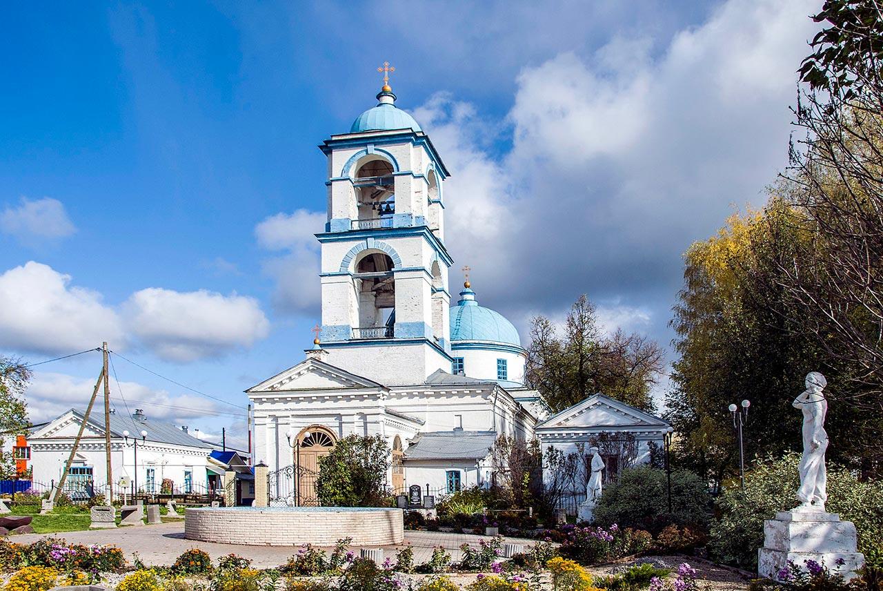 1920px-Ансамбль_Успенской_церкви,_Нолинск